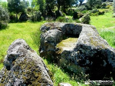 Piedra Escrita Diosa Diana; excursiones de un día desde madrid; puente octubre;botas trekking